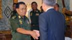 Die Generäle Burmas empfangen Ban Ki Moon.