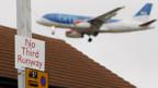 Der Passagierflughafen London-Heathrow bekommt trotz Proteste eine dritte Landebahn.