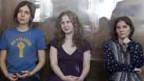 N. Tolokonnikova, M. Alekhina und Y. Samutsevich (von links) im Gerichtsraum in Moskau am 8. August 2012