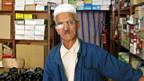 Schuhhändler Ali führt seit 46 Jahren seinen eigenen Laden und ärgert sich über illegale Billigkonkurrenz