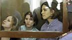 Die drei jungen Frauen von «Pussy Riot» vor einem Moskauer Gericht