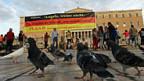 Protest gegen den Merkel-Besuch in Athen - mit einem Zitat von Bertold Brecht