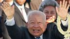 2006 übergab Norodom Sihanouk die Königswürde an seinen Sohn