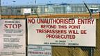 Symbol für Australiens harte Flüchtlingspolitik. Eingang zu einem von 22 Internierungslagern.
