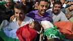 Helfer in Gaza bergen Opfer eines Vergeltungsanschlages.