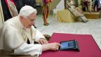 Papst Benedikt XVI twittert im Vatikan
