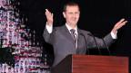 Der syrische Präsident Assad tritt vor seinen Anhängern auf.
