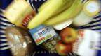 Einkaufskorb mit Lebensmitteln in Deutschland