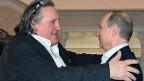 Der französische Schauspieler Gérard Depardieu erhält von seinem Freund, dem russischen Präsidenten Wladimir Putin, einen russischen Pass geschenkt.