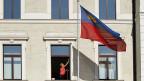 Fensterputz im Regierungsgebäude von Vaduz.