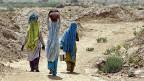 Frauen in einem Vorort Neu Delhis; auf 1000 Buben werden in Delhi nur 860 Mädchen geboren.