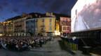 Das Publikum trifft sich auf der Piazza Grande in Locarno.