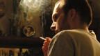 Ein Raucher ist gegen das kantonale Rauchverbot in St. Gallen.