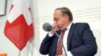Gerät weiter in Bedrängnis: Bundesrat Samuel Schmid.