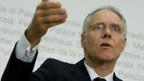 Medienminister Moritz Leuenberger hat sich gegen «TeleZüri» und «RadioEnergy» entschieden.