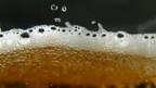 Alkoholwerbung soll am Fernsehen wieder erlaubt sein.