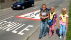 Viele Kinder sind zum ersten Mal auf dem Schulweg