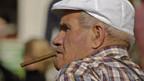 Alte Menschen sind oft auf Sozialhilfe angewiesen.