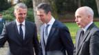 Anders Fogh Rasmussen (Mitte) wird im Landgut Kehrsatz empfangen