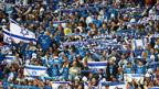 Mit Herzblut dabei: Israelische Fussballfans in Tel Aviv.