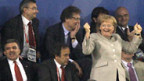 Angela Merkel freut sich über ein deutsches Tor.