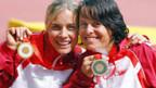 Edith Hunkeler (l.) und Sandra Graf freuen sich über die gewonnenen Medaillen.