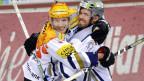Die beiden NHL-Stars Damien Brunner und Henrik Zetterberg jubeln für den EV Zug am 13. November gegen die ZSC Lions