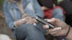 Telefonieren mit dem Handy ist in der Schweiz deutlcih teurer.