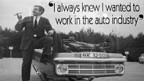Bob Lutz mit Zigarre neben einem Opel Kadett, den er bei einem Schleudertest aufs Dach «gelegt» hat.