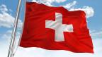 Schweizer Fahne mit weissem Kreuz auf rotem Grund.