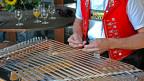 Hackbrettspieler mit roters Trachtenweste.