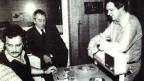 Drei Männer in einem Aufnahmestudio.