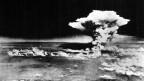 Eine Luftaufnahme von Hiroshima, Japan, kurz nach dem Abwurf der Atombombe Little Boy. Diese tötete in Sekundenschnelle Zehntausende Menschen. Bis zum Ende des Jahres starben 140'000 Menschen an den Folgen der Bombe.