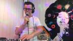 DJ Alexander aus Muhen legt für Seniorinnen und Senioren auf.