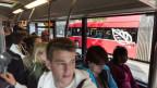 Der 10er-Bus ist voll. Trotz Tram-Nein braucht es eine Lösung.