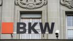 Oranges BKW-Logo am Hauptsitz der BKW.