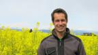Portrait Simon van der Veer vor einem Rapsfeld