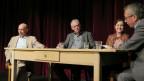 Daniel Bloch, Martin Inäbnit und Laura Zimmermann bei Gesprächsleiter Peter Brandenberger.