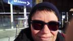 Selfie von Frau mit Sonnenbrille, im Hintergrund Schild mit Aufschrift «Zielarena»