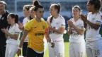 YB-Fussballerin im Vordergrund, im Hintergrund Spielerinnen des FC Zürich