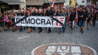 Demonstrationszug durch die Gassen von Moutier.