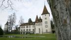 Auch das Schloss Münchenwiler steht zum Verkauf.