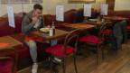 Mann in einem Restaurant
