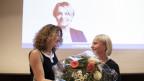 Schneider Schneiter mit Blumenstrauss
