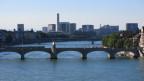 Blick auf den Rhein von der mittleren Brücke in Basel
