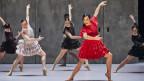 Tänzerinnen in Flamenco-Kleidern
