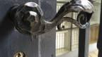In vielen Bündner Gemeinden bleiben die Türen während Gemeindeversammlungen für Auswärtige verschlossen.