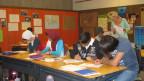 Junge Asylbewerber lernen Deutsch in einer Spezialklasse für asylsuchende Minderjährige