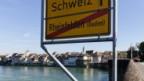 Nahe beisammen: Blick von Reihnfelden DE Richtung Rheinfelden CH.