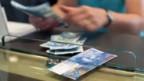 In Zumikon ZH erhält der Mittelstand monatlich bis zu 1'000 Franken an die Miete.